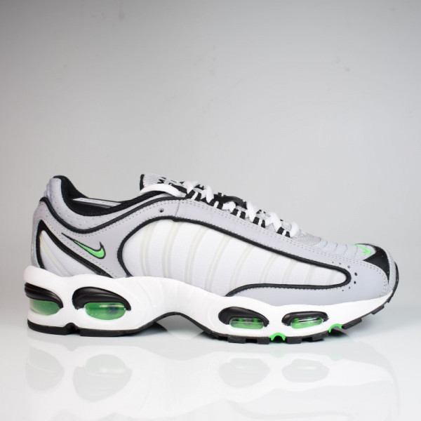 NIKE AIR MAX TAILWIND IV CD0456-001